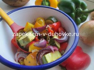 Салат из запеченных овощей в чесночной заправке