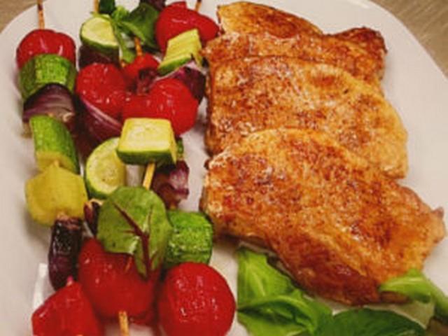 Телячьи отбивные в духовке с овощами