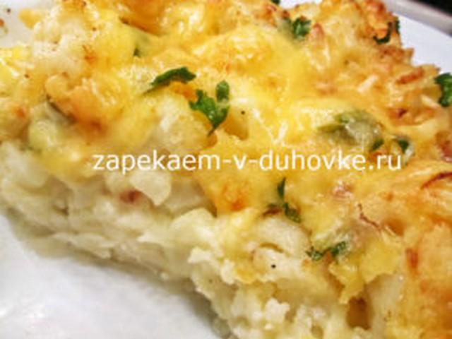 Запеканка из цветной капусты и картофеля под соусом бешамель