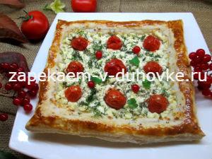 Тарт с творогом и помидорами, зеленью