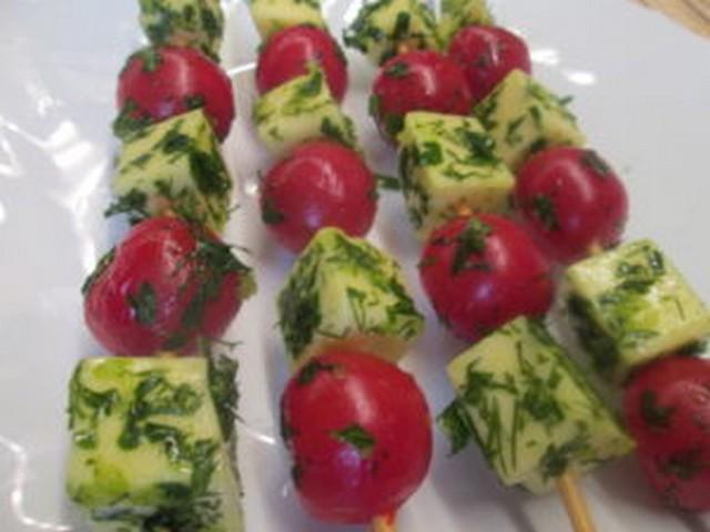 сулугуни запеченный с помидорами