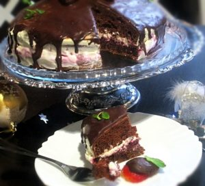 торт шоколадный о сливочной прослойкой