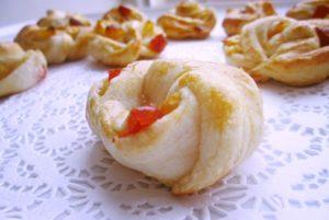 слоеное печенье с начинкой из яблок