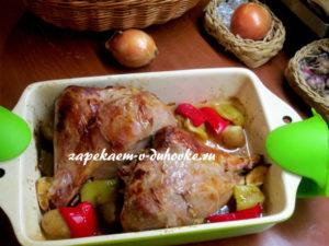 голень индейки с яблочным соусом в духовке