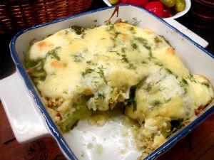 Запеканка из брокколи и цветной капусты под соусом бешамель