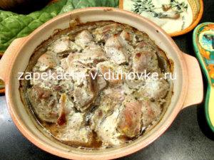 Мясо по-грузински запеченное в травах и сметане