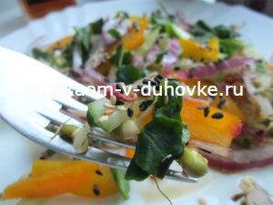 Салат из болгарского перца,огурцов и ростков фасоли