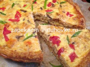 Тарт с начинкой из лосося овощей и козьего сыра
