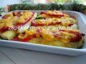 Запеченная лобань на подушке из томатов под луковым соусом