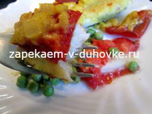 Запеченная рыба на подушке из томатов под луковым соусом