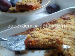 сливовый пирог-крамбл с шоколадом