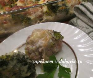 фрикадельки запеченные с брокколи в соусе из йогурта