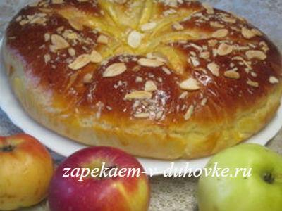 Воздушный яблочный пирог-бриошь