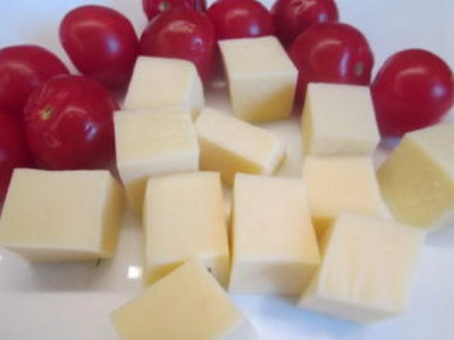 сулугуни с помидорами в духовке