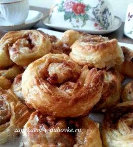 слойки карамельные с ореховой начинкой