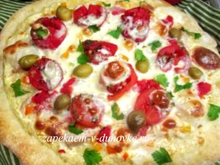тонкая итальянская пицца с курицей