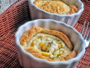 Запеканка из макарон с сыром и кукурузой в соусе бешамель в духовке