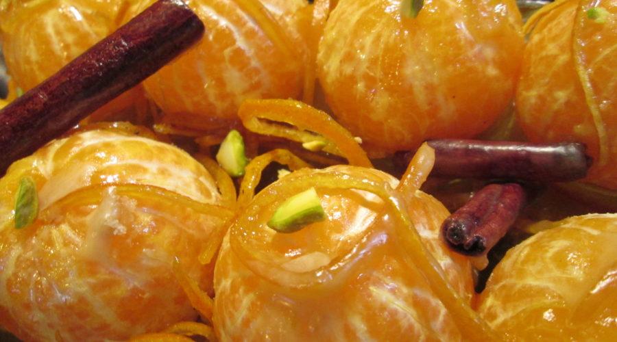 Десерт из карамельных мандаринов с фисташками