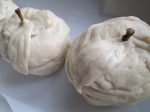 яблоки с орехово-шоколадной начинкой запеченные в тесте