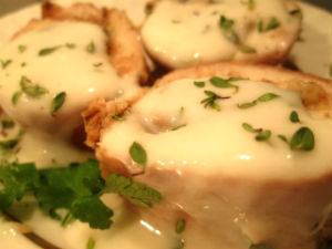 рулеты из куриной грудки запеченные с сыром Дор блю