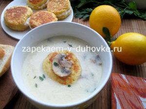 Суп с хлебными равиоли с начинкой из рикотты