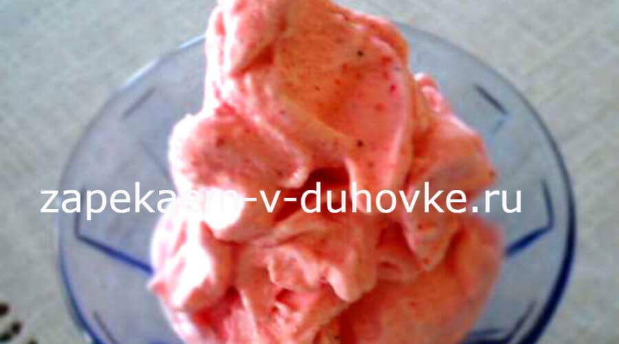клубничное морожееное со сгущенкой