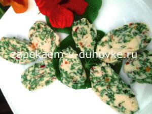 Пикантное масло с листьями и цветами настурции