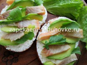 сэндвич с авокадо и семгой
