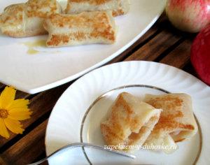 Постные дрожжевые блины с яблочной начинкой