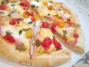 Пицца с запеченными перцами и ветчиной