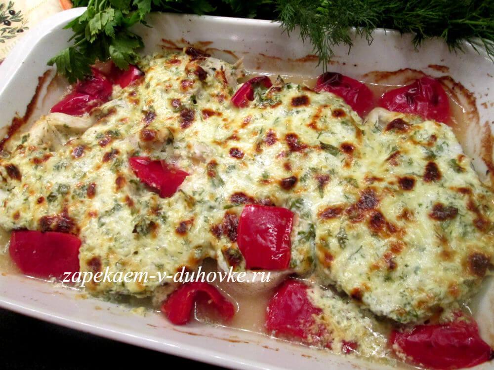 Стейки трески запеченные в духовке под сметанно-сырным соусом