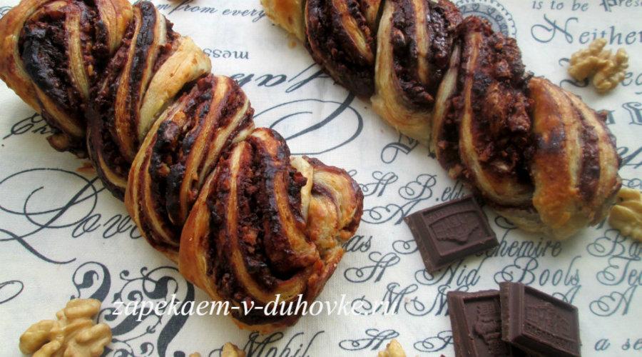 Кранц - плетенка с шоколадом и орехами из слоеного теста