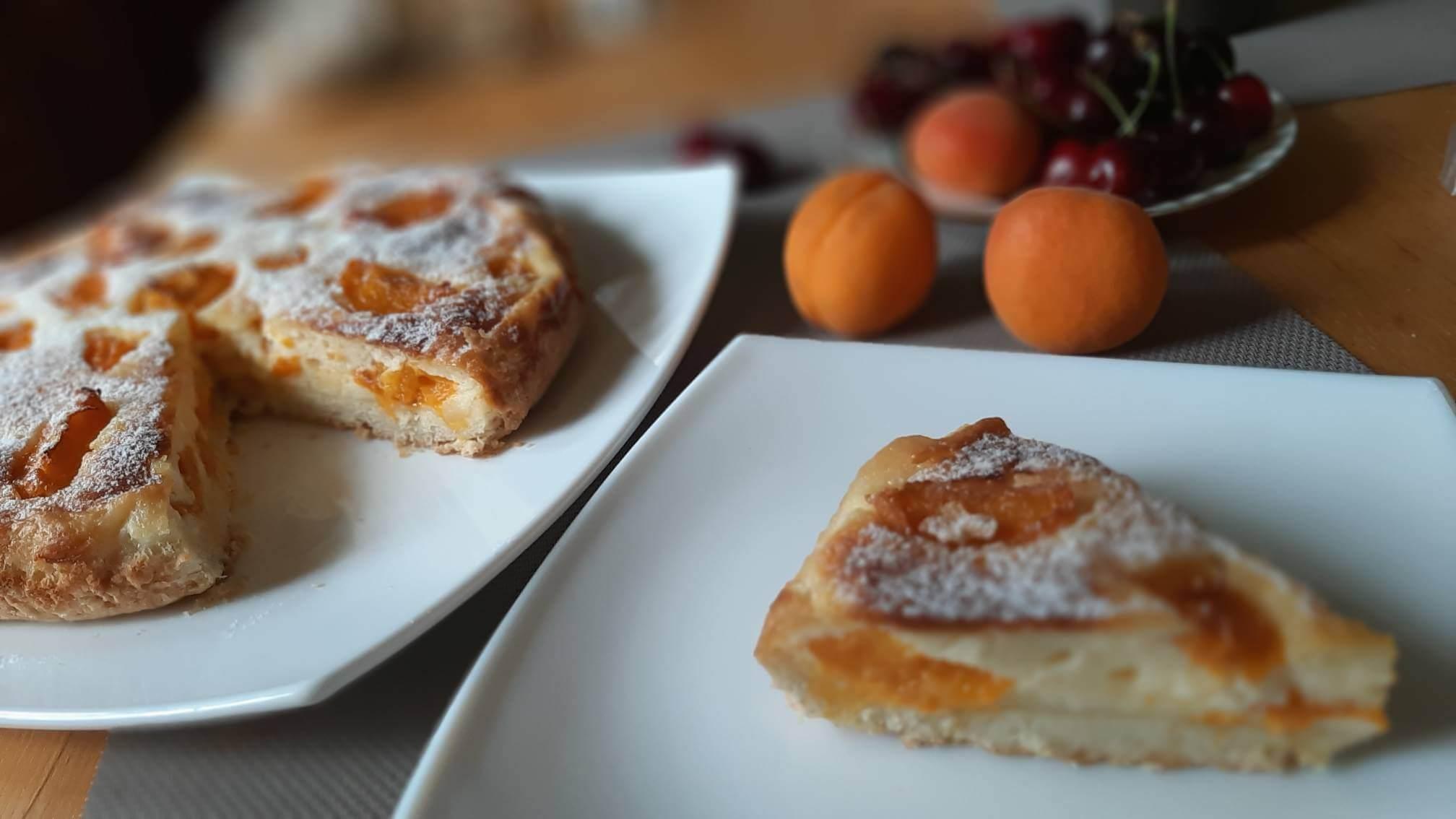 Пирог клафути с абрикосами