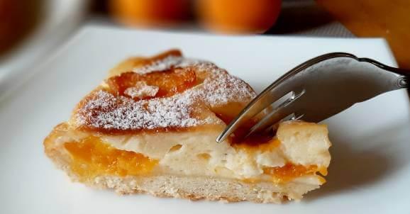 Пирог клафуути с абрикосами